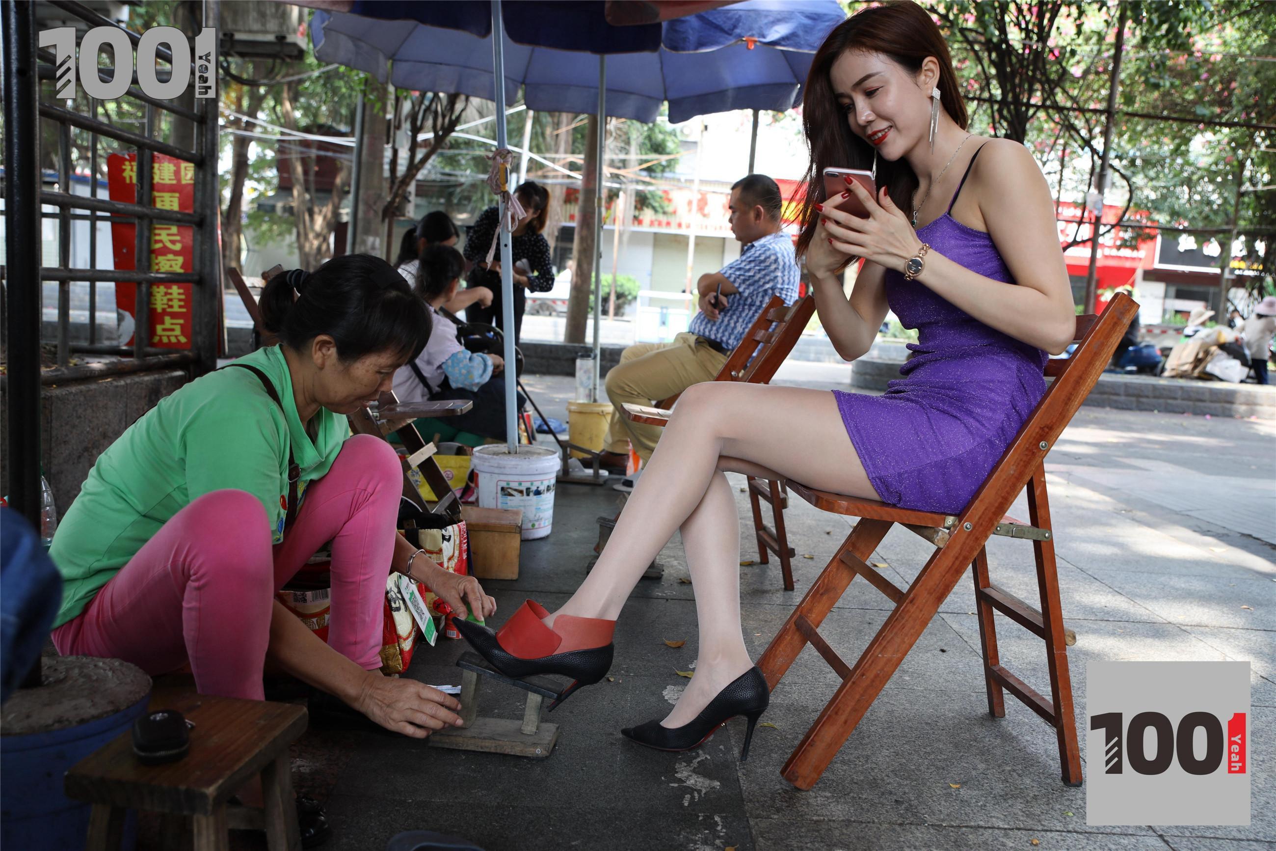 1001夜丝事 模特:Lucy 擦鞋1(相信这样的擦鞋业务是你梦寐以求吗?)-蜜桃畅享