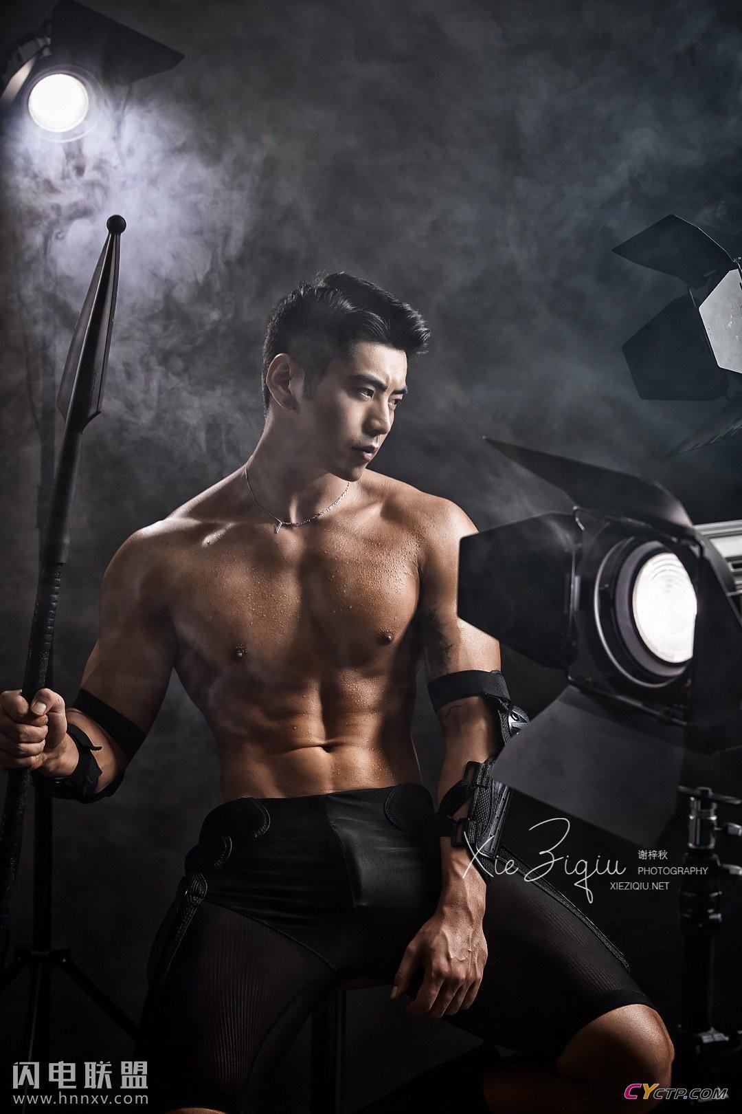 聚同网肌肉男模帅哥写真图片