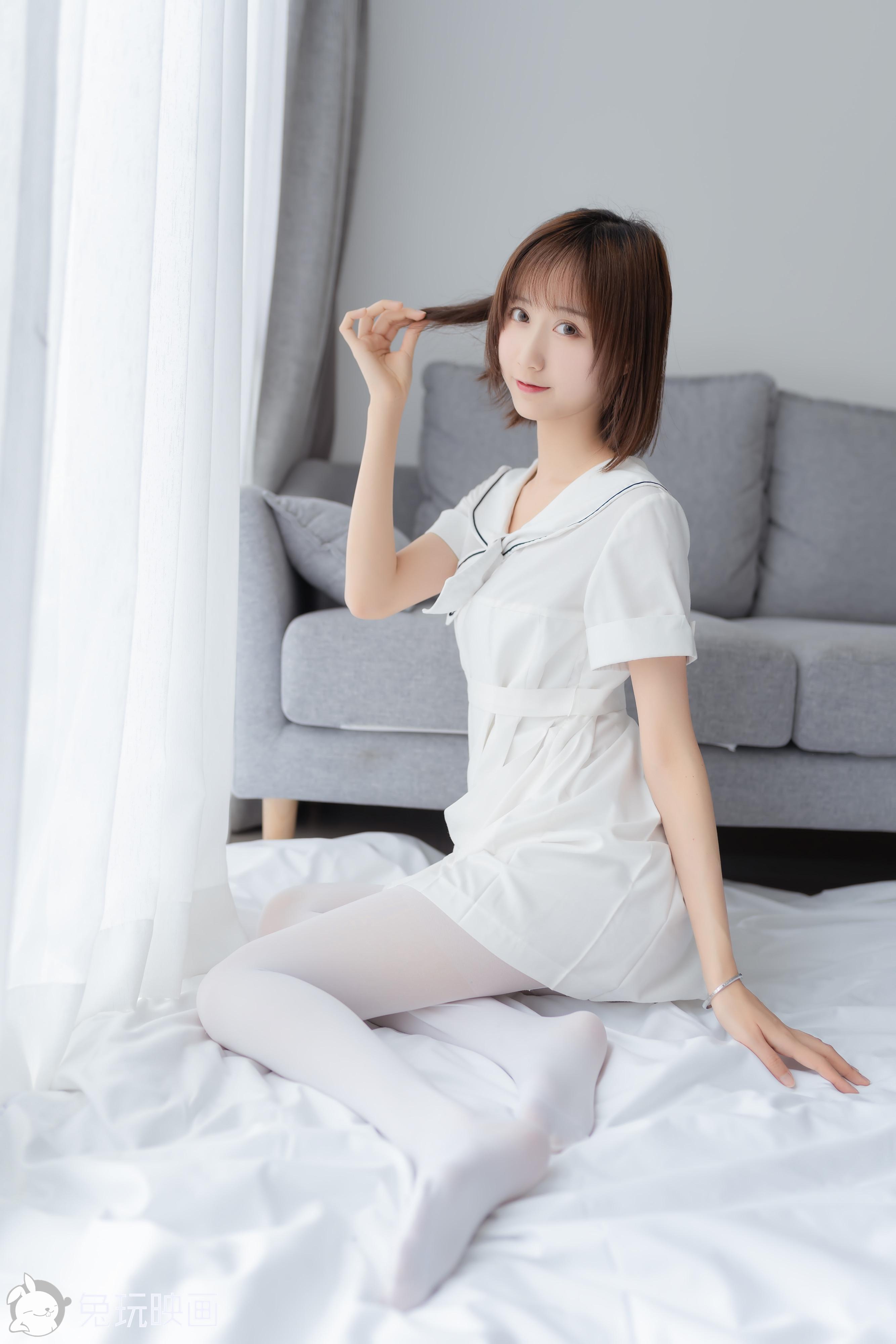 兔玩映画 纯情白裙-客人短发学妹带来的俏皮姿势~~美不胜收!