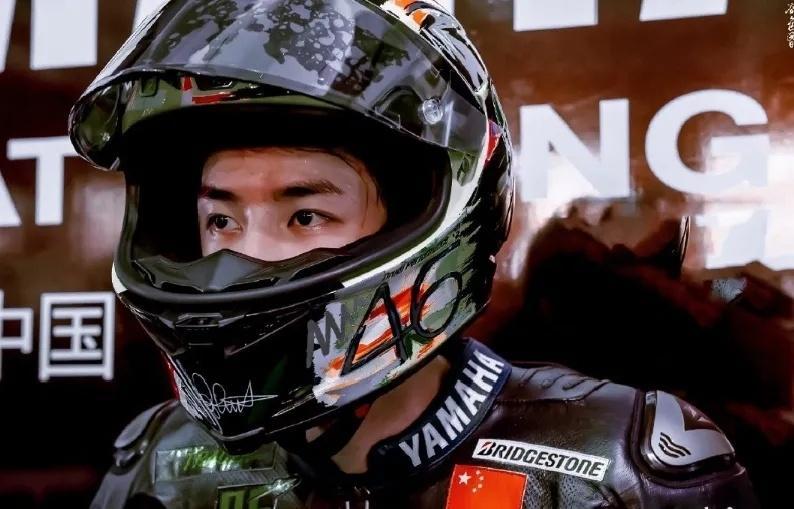 王一博珠海摩托车比赛摔车事件,赛后两人起冲突!