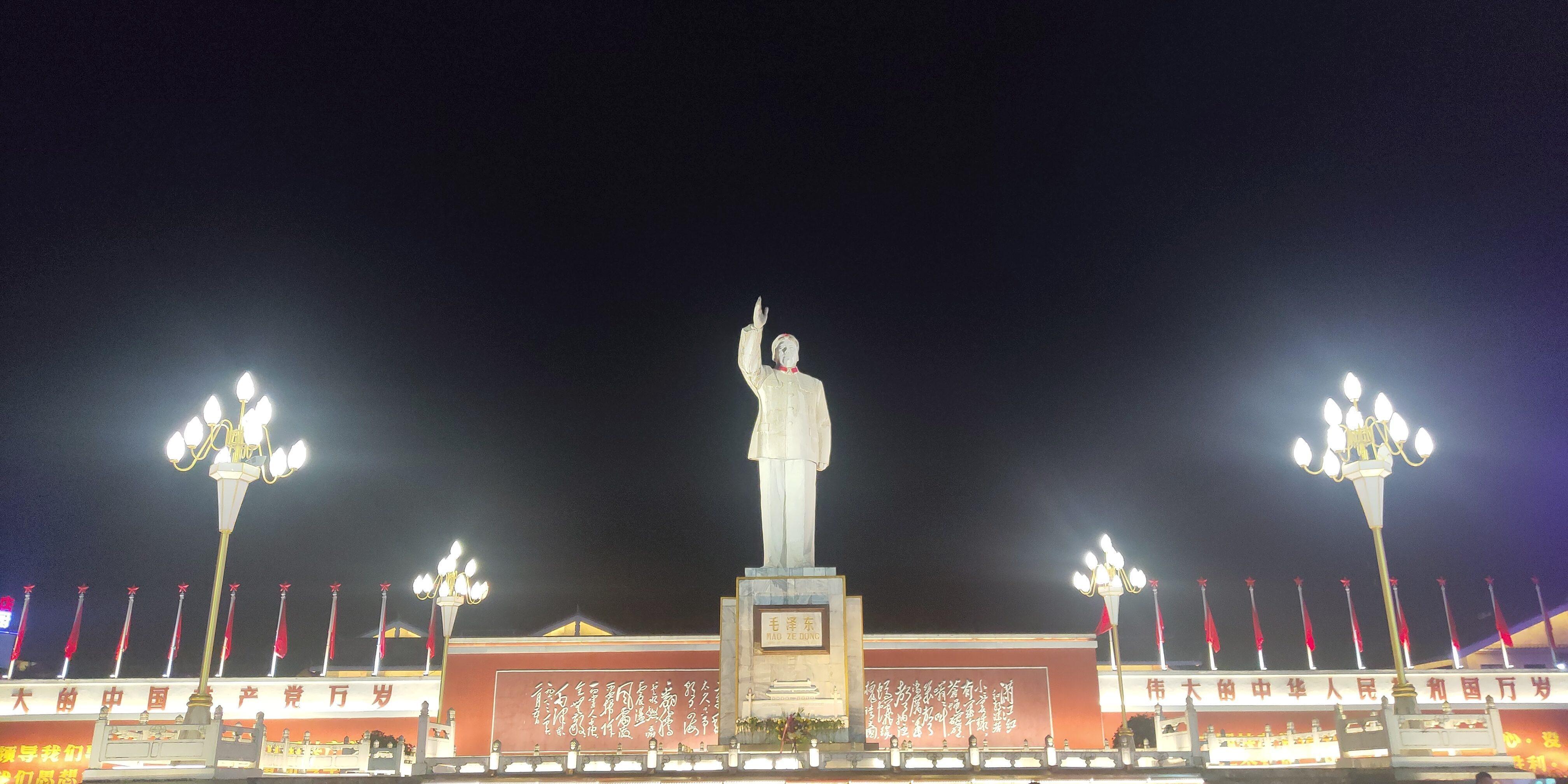 毛主席雕像 夜景