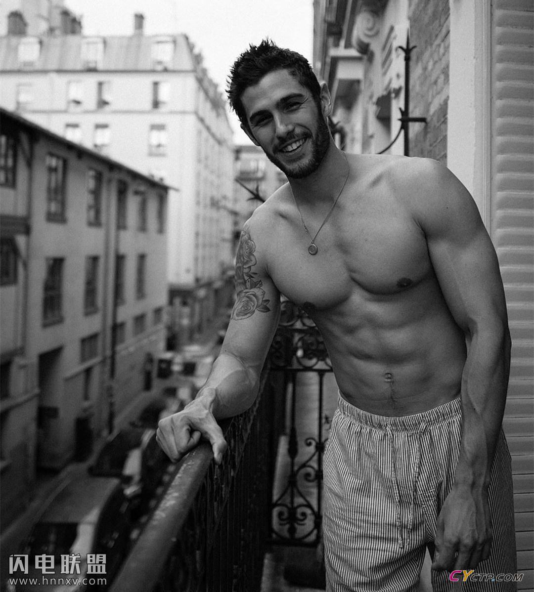 完美体形肌肉男模私房照第1张