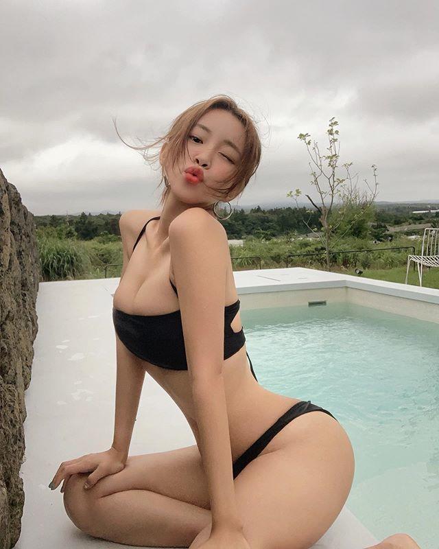 韩国时尚博主vivamoon,带你领略大胸妹子的甜美小性感!