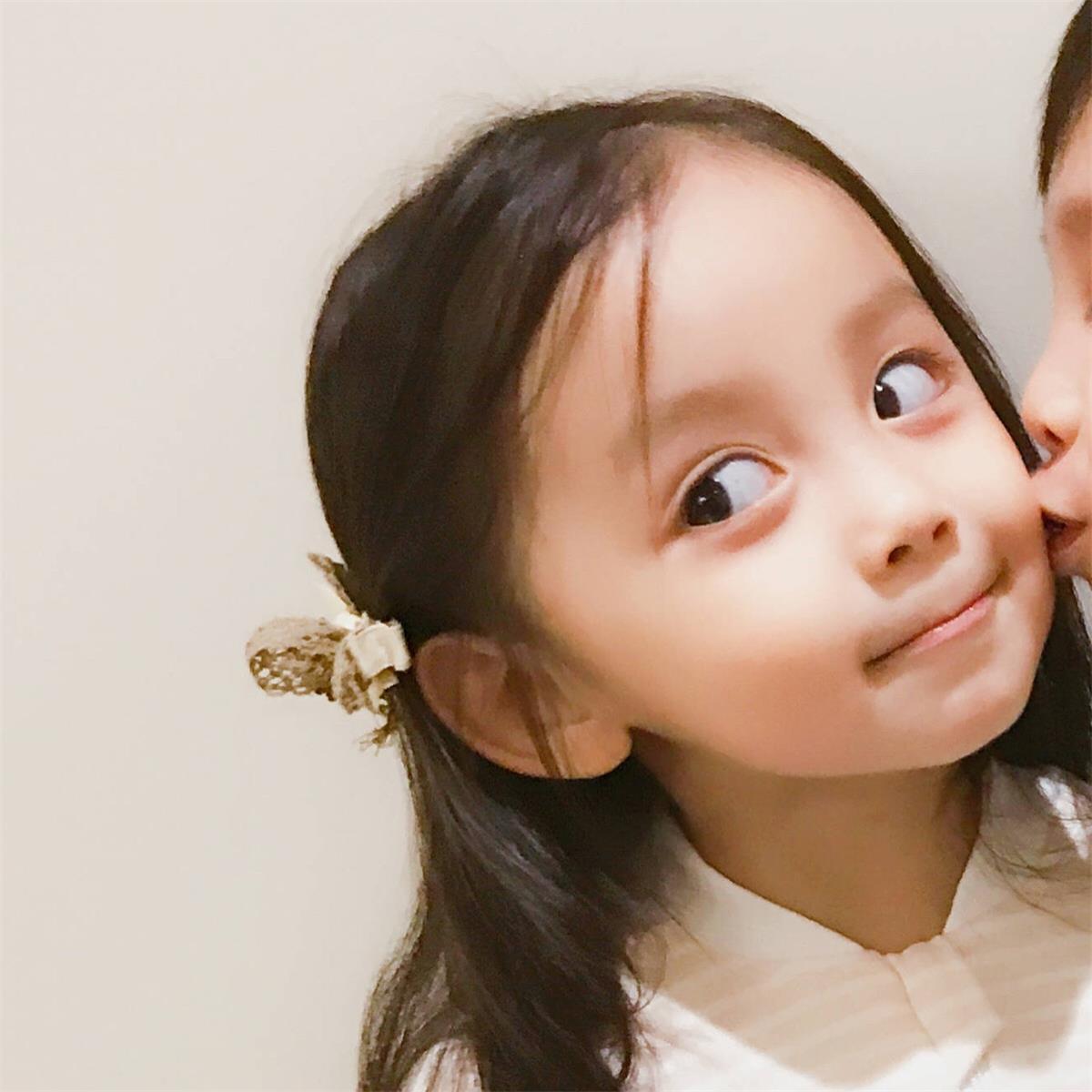 小孩亲吻高清情侣头像 第9张