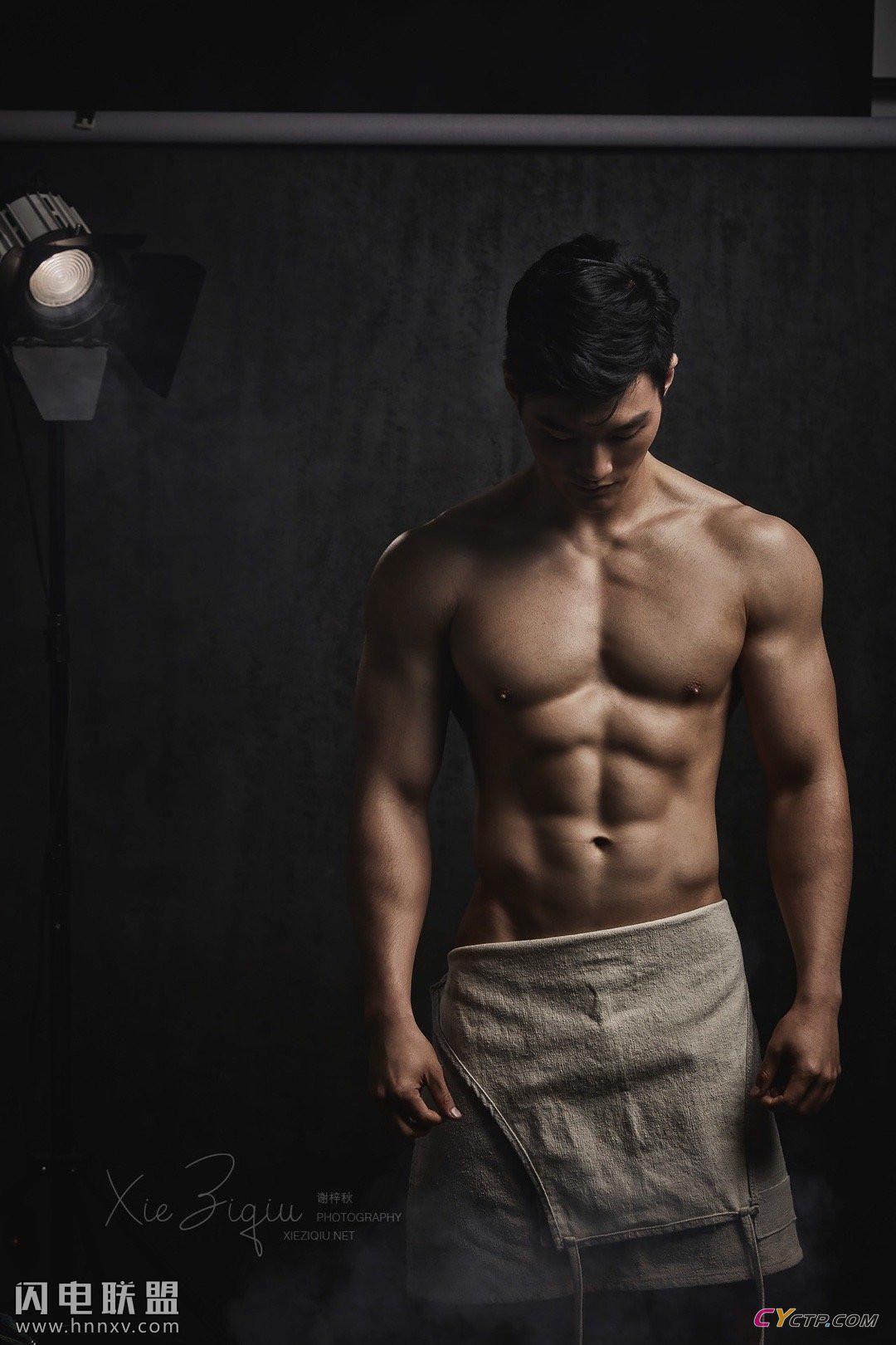 国产性感男体帅哥裸体图片