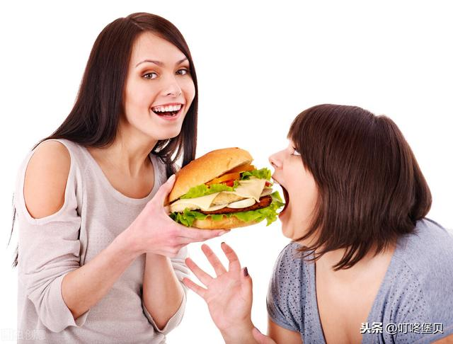 汉堡店加盟费让许多想创业的小友人望而生畏,汉堡炸鸡工艺复杂吗