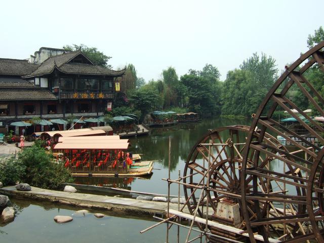 黄龙溪古镇:距今1700多年历史,国家级环境柔美幼城镇,美食多多