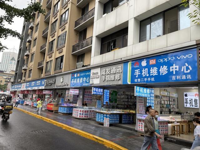 """上海都鑫手机商城:上海浦东直营店被砸上万网友轮番点赞,苹果为何成""""过街老鼠""""?"""
