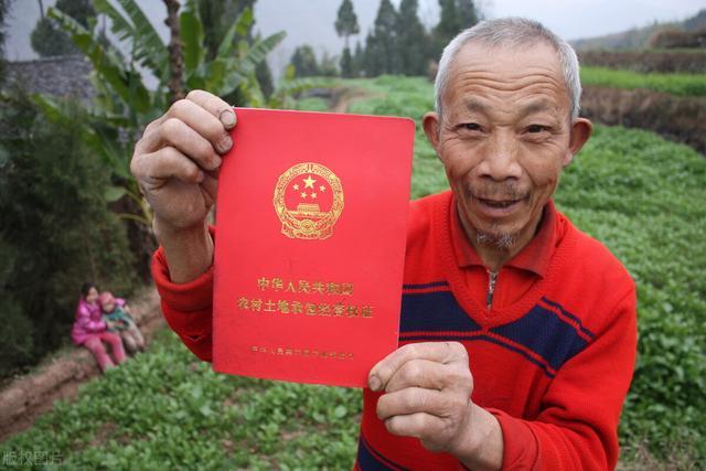 9月,新的《土地管理法实走条例》实走,农民可有偿退出宅基地