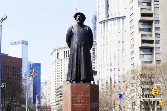 狡诈美国为何会在寸土寸金的纽约,为一个中国人修雕像、建广场?