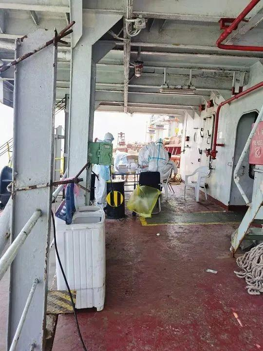 疫情暴发,20名中国船员被困外籍货船6天,水手哽咽求救:有人呼吸可贵!子夜,终于传来好新闻