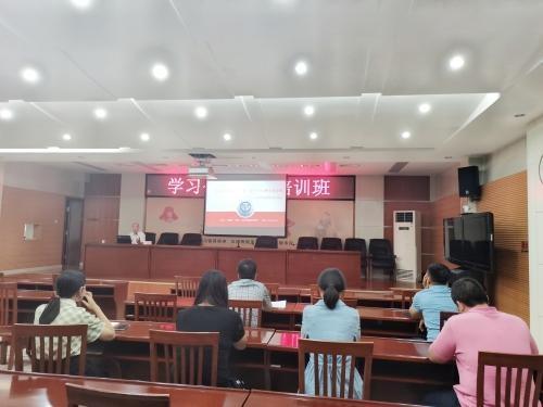 市商务局举办学习贯彻公务员法专题培训班