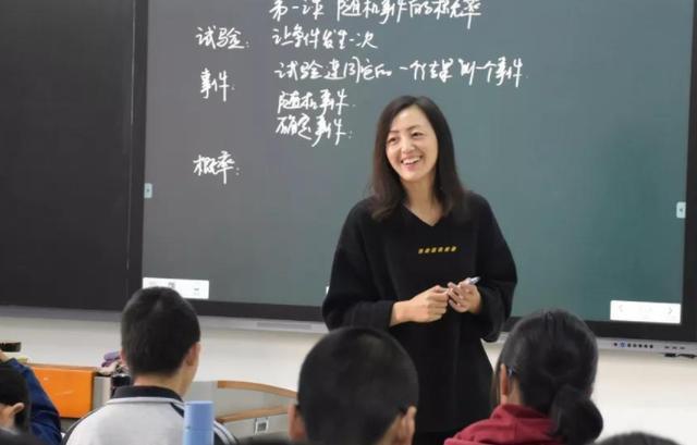 四种适合女生就读的专业,未来好找工作,发展待遇也不错