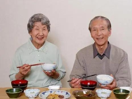 年齡越大,越要忌口?提醒:50歲後,3種食物能不吃就不吃