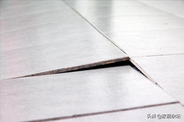 室内地砖大面积空鼓,题现在基本出在4个方面,要对症预防和修复