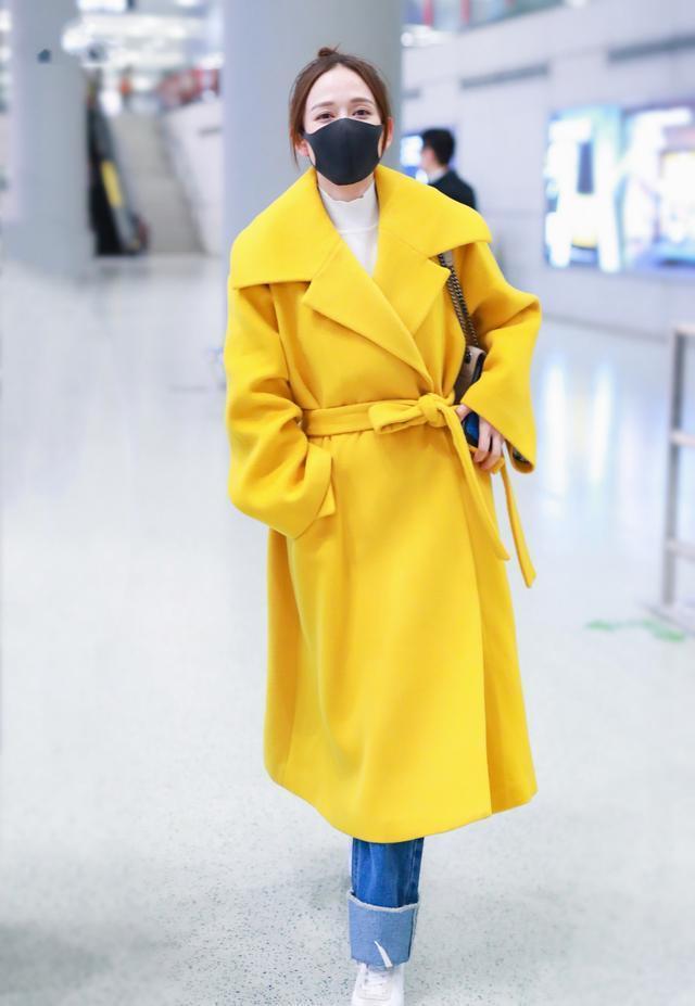 40岁的陈乔恩越来越美了,穿黄色大衣配牛仔裤,像20岁少女一样寻常2233 作者:admin 帖子ID:23440