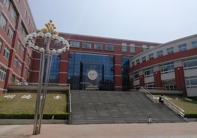 辽宁这所大学,超过折半卒业生进入国企,二本分数也有机会报考