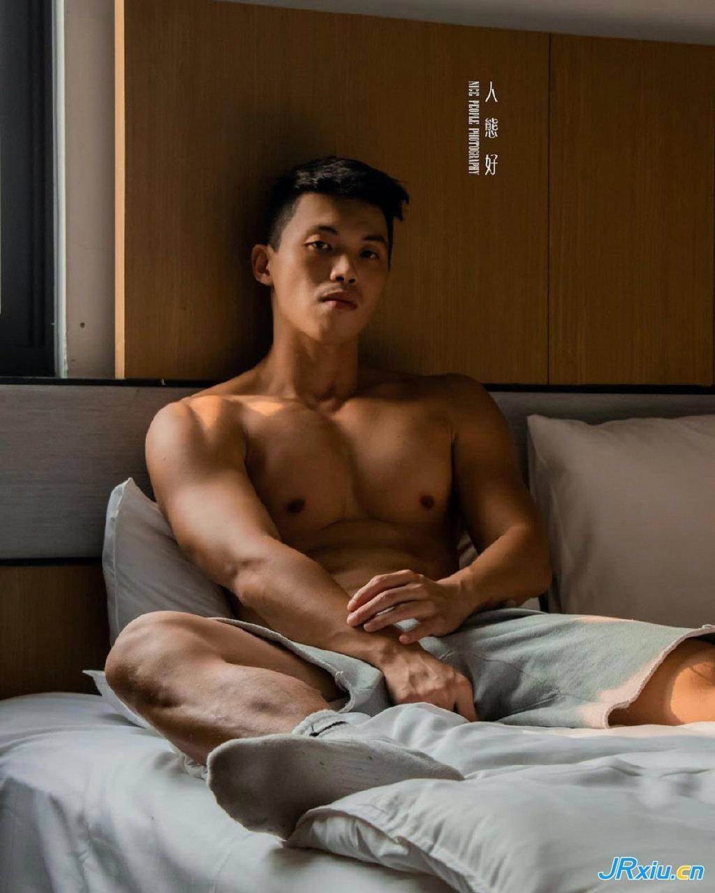 中国台湾健身帅哥男模Oskakarot内裤写真