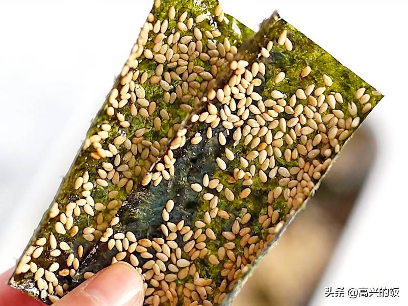 活了20多年刚知道,海苔居然是这玩意儿做的,难怪它们这么像