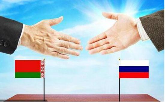 1783年,白俄罗斯代表65个国家发言支持中国和鲍威尔,重申了温和的立场,站在了黄金站上