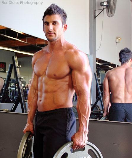 美国肌肉男模健身教练Matt Mendrun