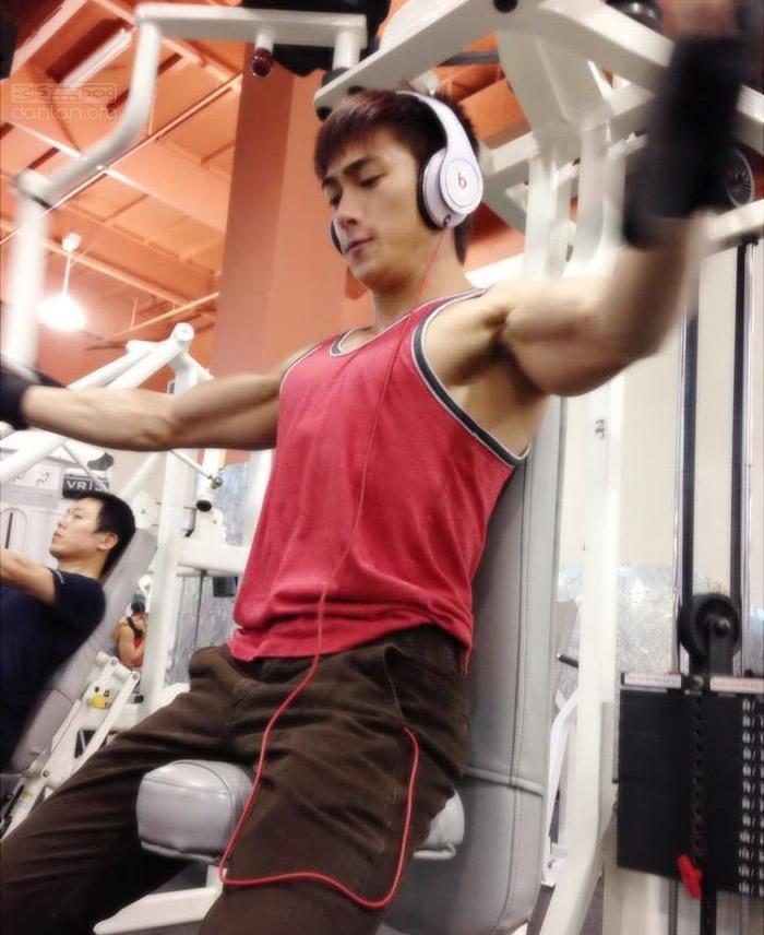 美国亚裔肌肉男模健身帅哥Sonnie Nye