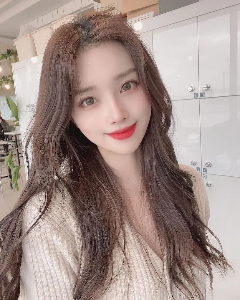 韩国事业线有成的网红美女小姐姐지 현