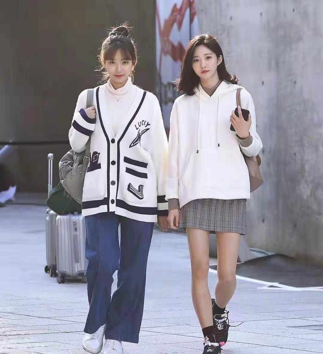 還是韓國街拍最自然,一點也不辣眼睛!穿搭簡約時尚值得借鏡 形象穿搭 第2張