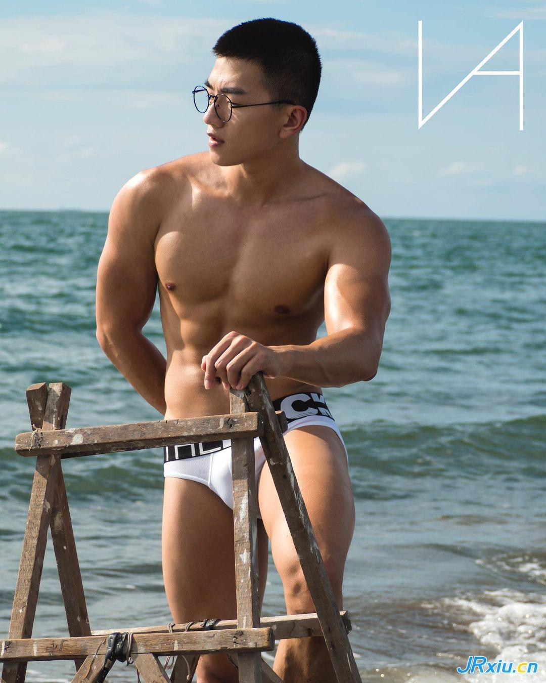 中国台湾健身运动肌肉帅哥小米