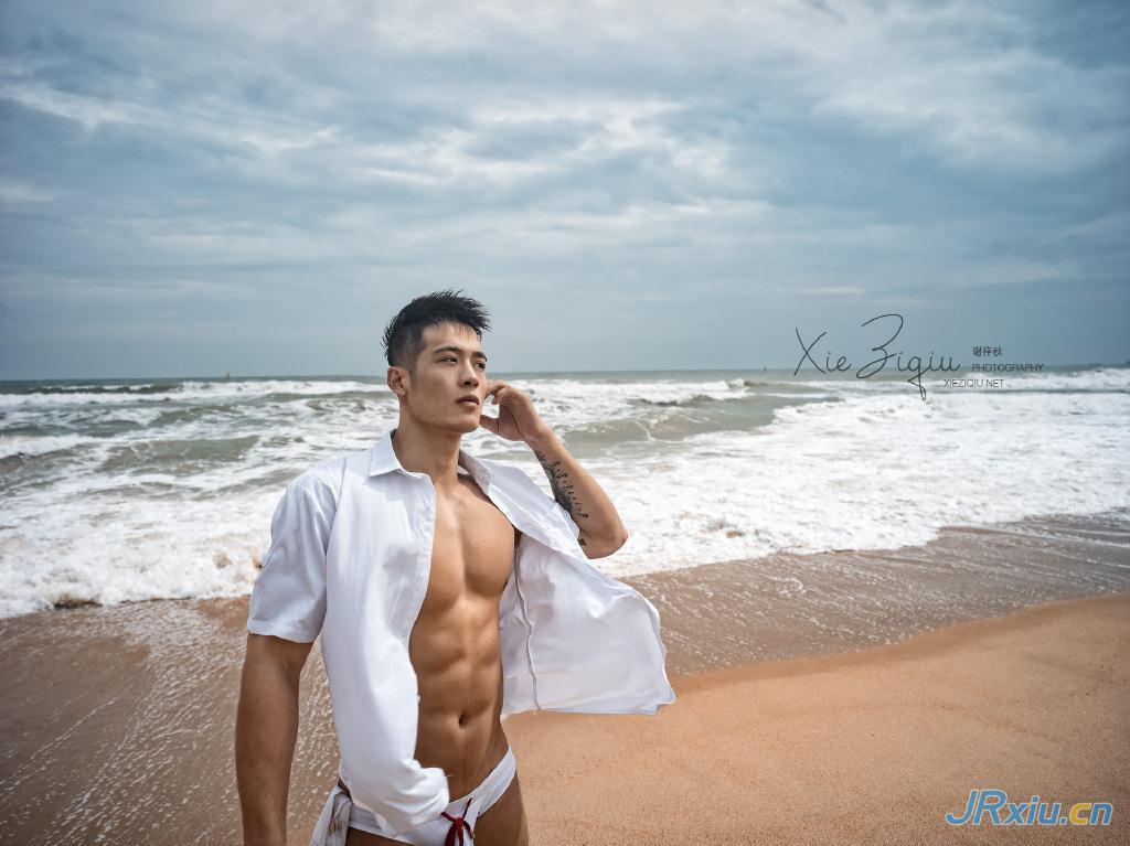 独立摄影师谢梓秋镜头下的肌肉帅哥 沙滩肌肉