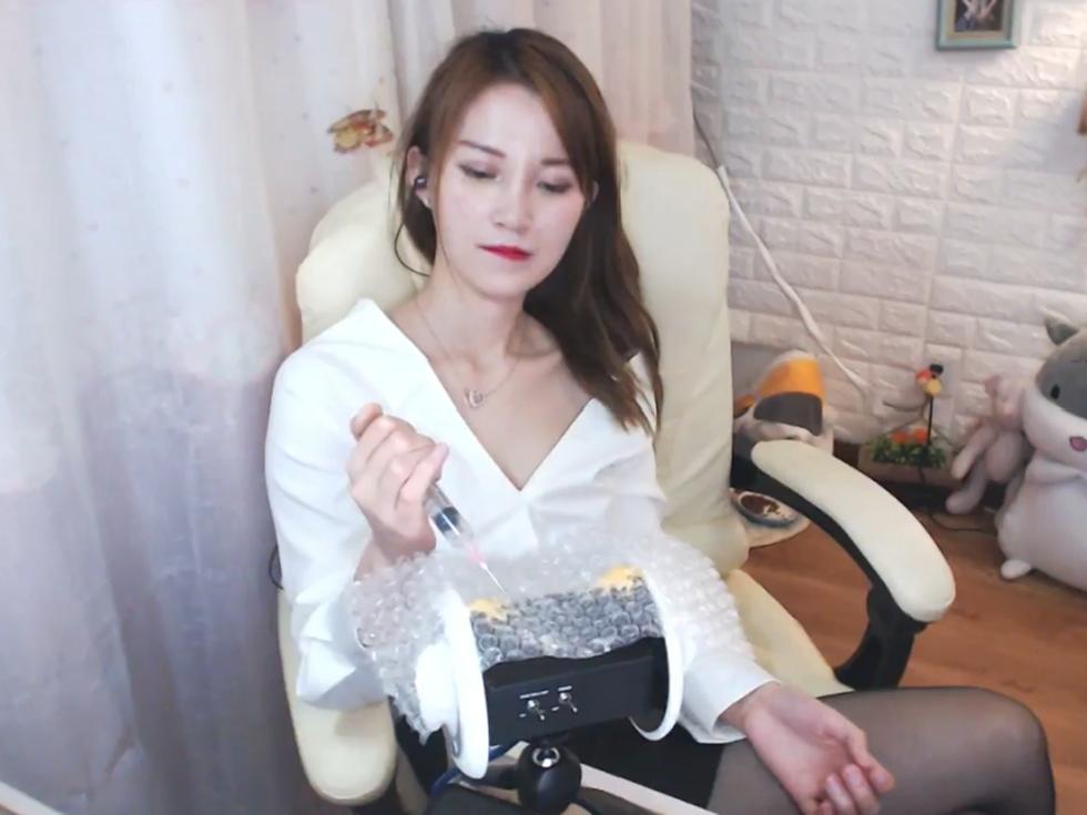 MOMO桃桃Asmr助眠福利视频,极品御姐的制服魅惑!