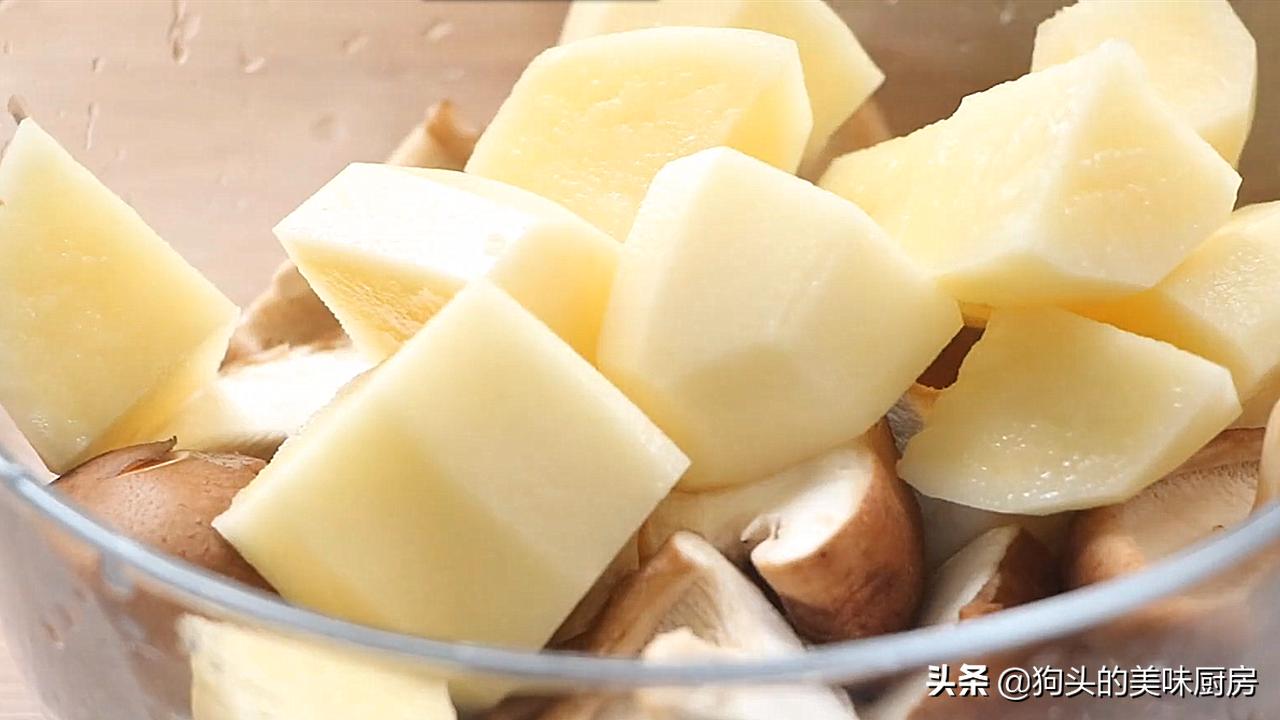 长假在家不想做饭,教你一个做法,土豆牛肉一锅炖,能吃两碗饭