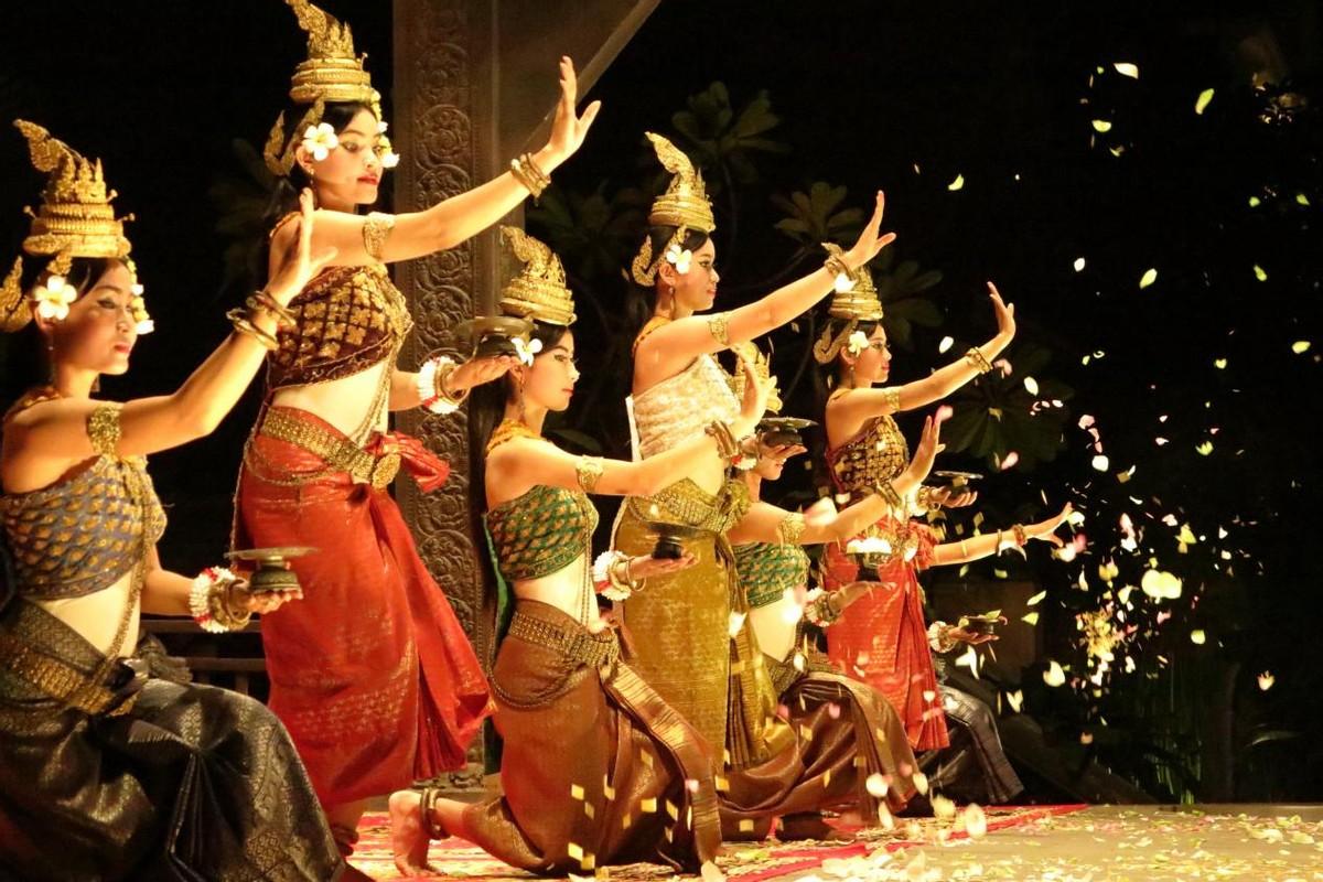 高棉古法丝绸,编织了历史与信仰