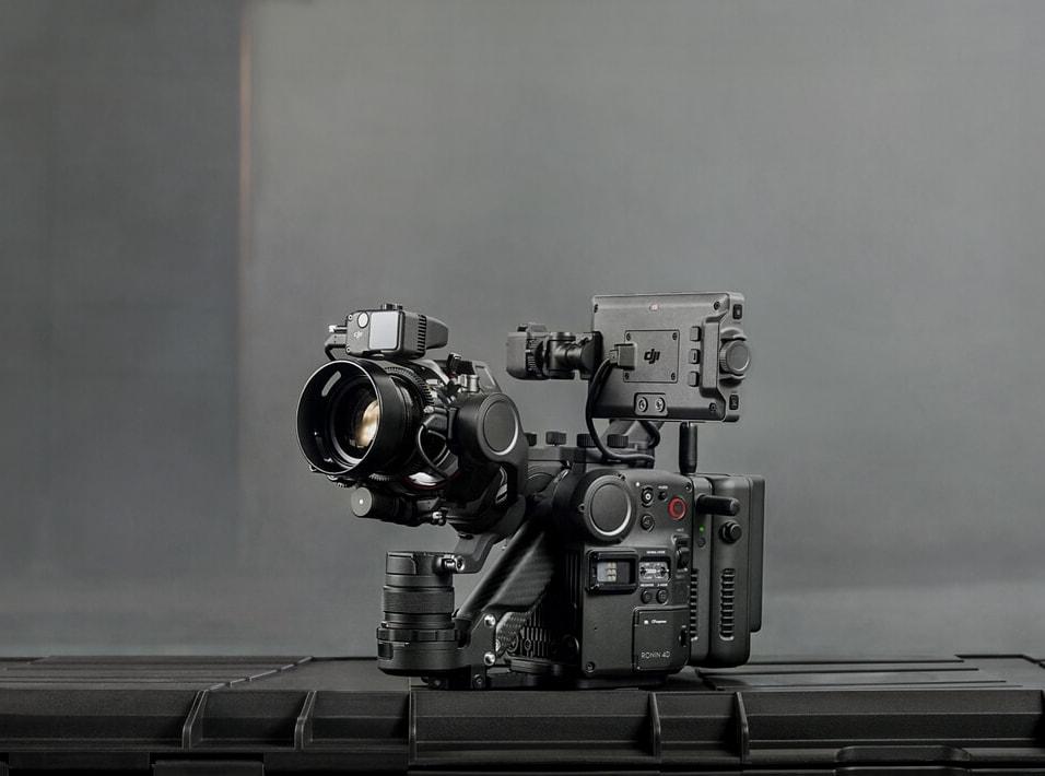 「科技V报」大疆发布四轴电影机Ronin 4D;新MacBook Air或采用刘海屏-20211021