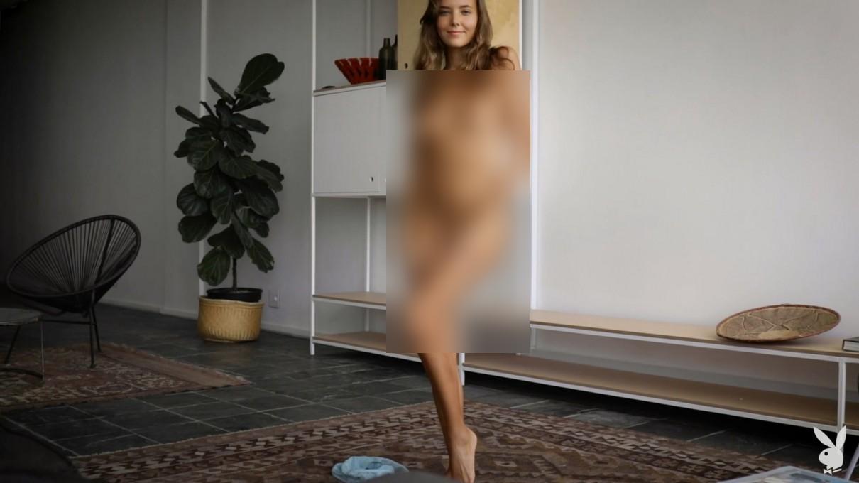 Playboy女模写真 2020/04/15海报