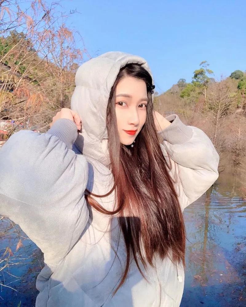 俏皮可爱的网红小姐姐娜娜米Nana