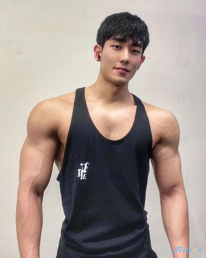 韩国单眼皮健身肌肉帅哥小奶狗