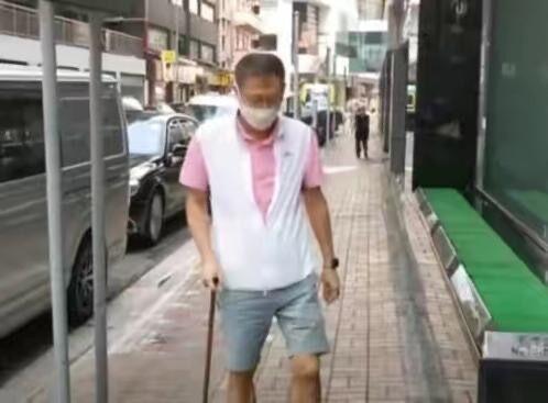 51岁李嘉欣发胖14斤,与郑秀文相比显得膀大腰粗,被怀疑怀二胎?