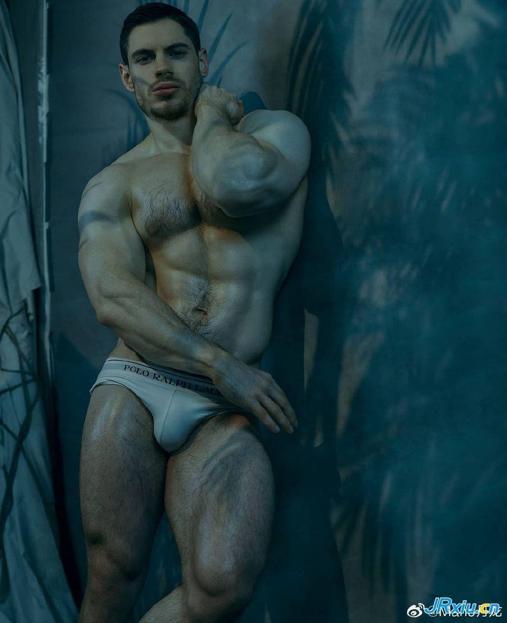 威猛英俊的法国肌肉男模Antoine Morieult