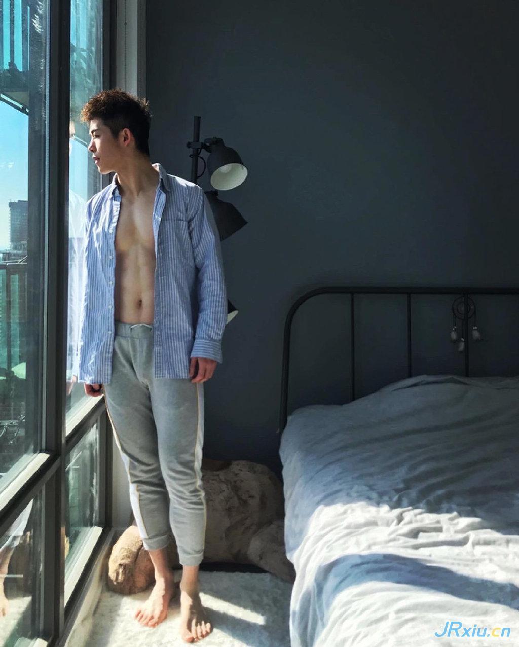 中国国产健身肌肉帅哥苏格拉伯 衬衫肌肉男