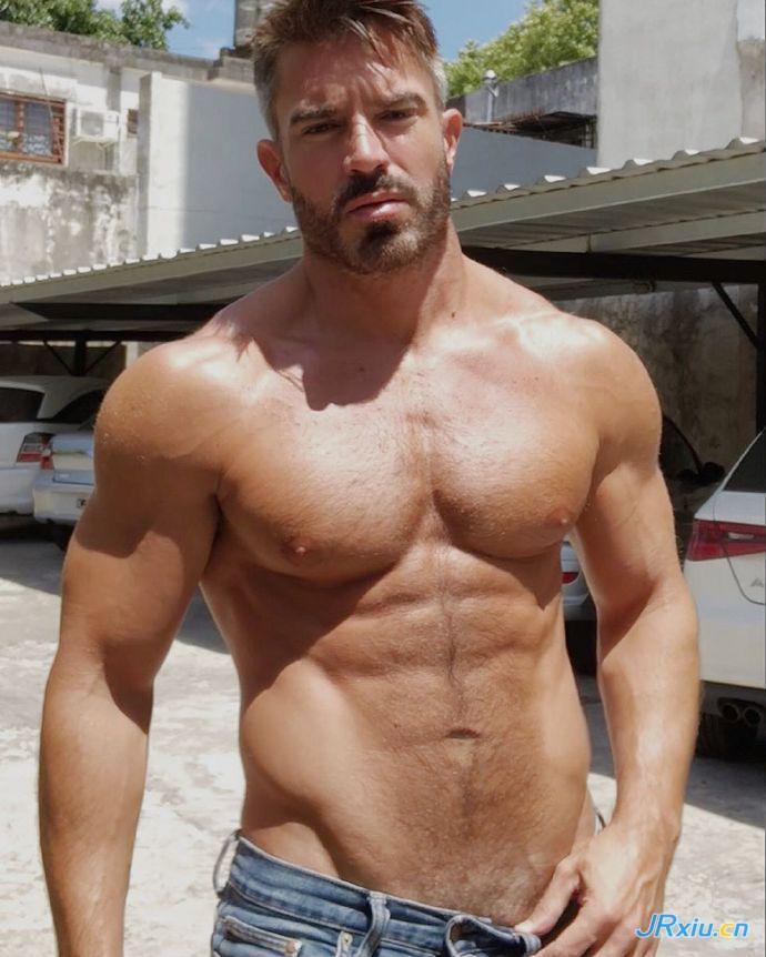 欧美性感肉壮肌肉熟男大叔 胡子壮熊Luciao